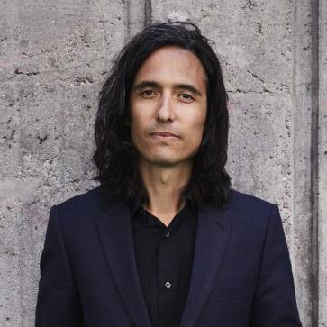 30b938dccf1 Jonas Hassen Khemiri, född 1978 i Stockholm, är en av våra mest hyllade och  lästa författare och dramatiker. Romanerna Ett öga rött, Montecore – en  unik ...